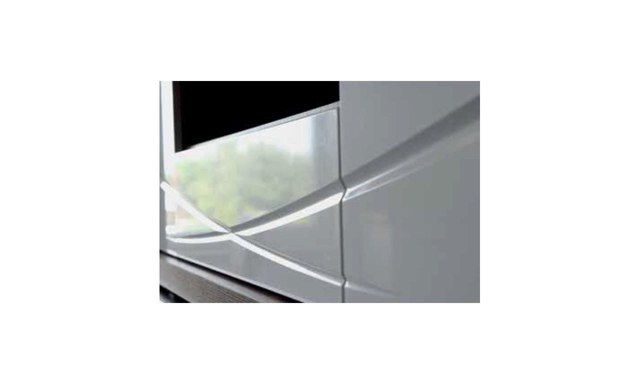Biała komoda, częściowa przeszklona, w stylu nowoczesnym Paris P-11
