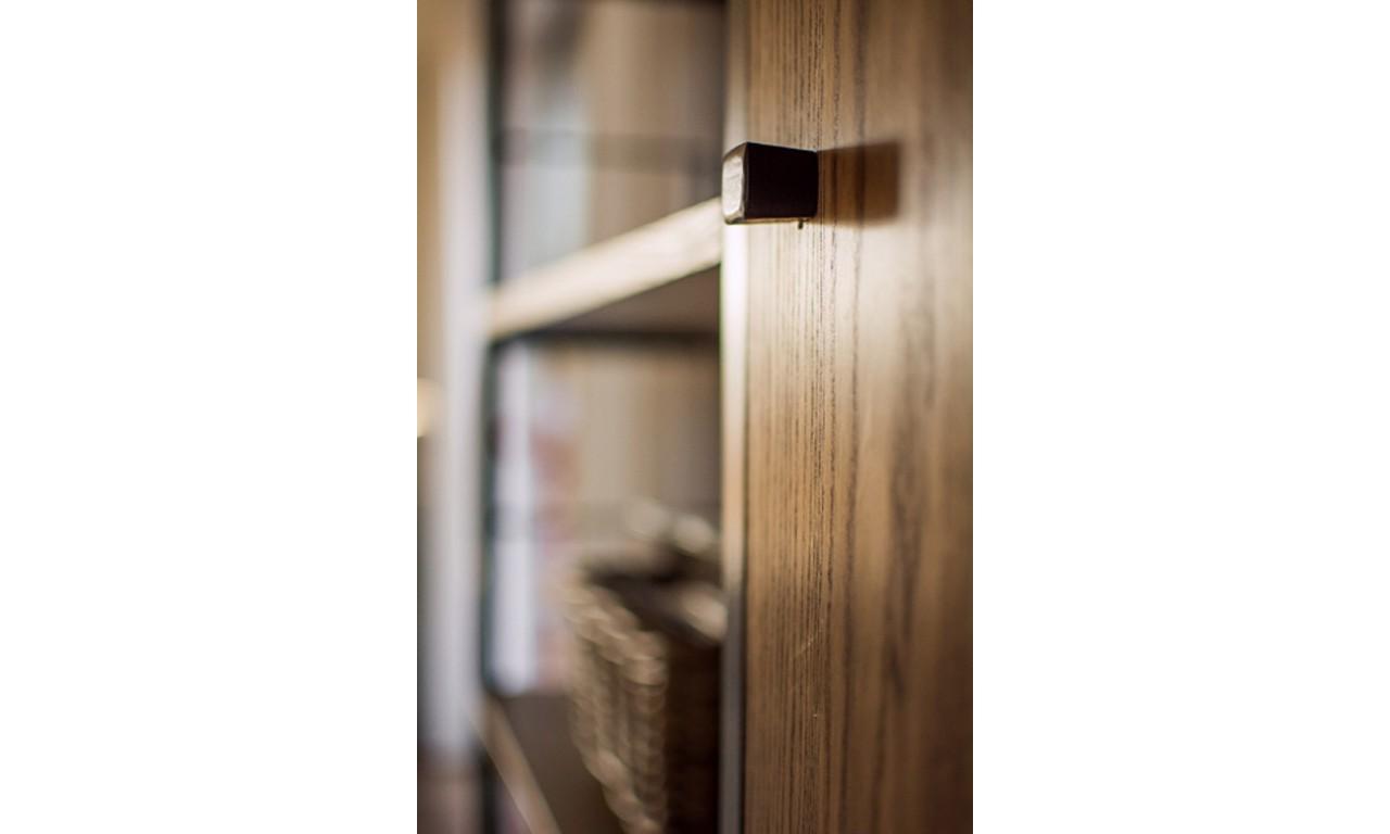 Regał w stylu industrialnym z drewna i stali DSMAR