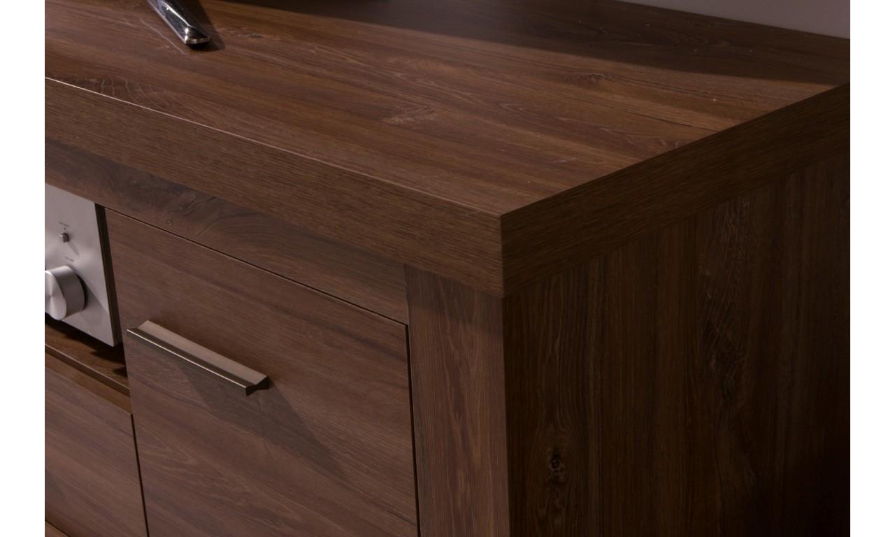 Półka wisząca łącząca styl nowoczesny i klasyczny Amber AR-15