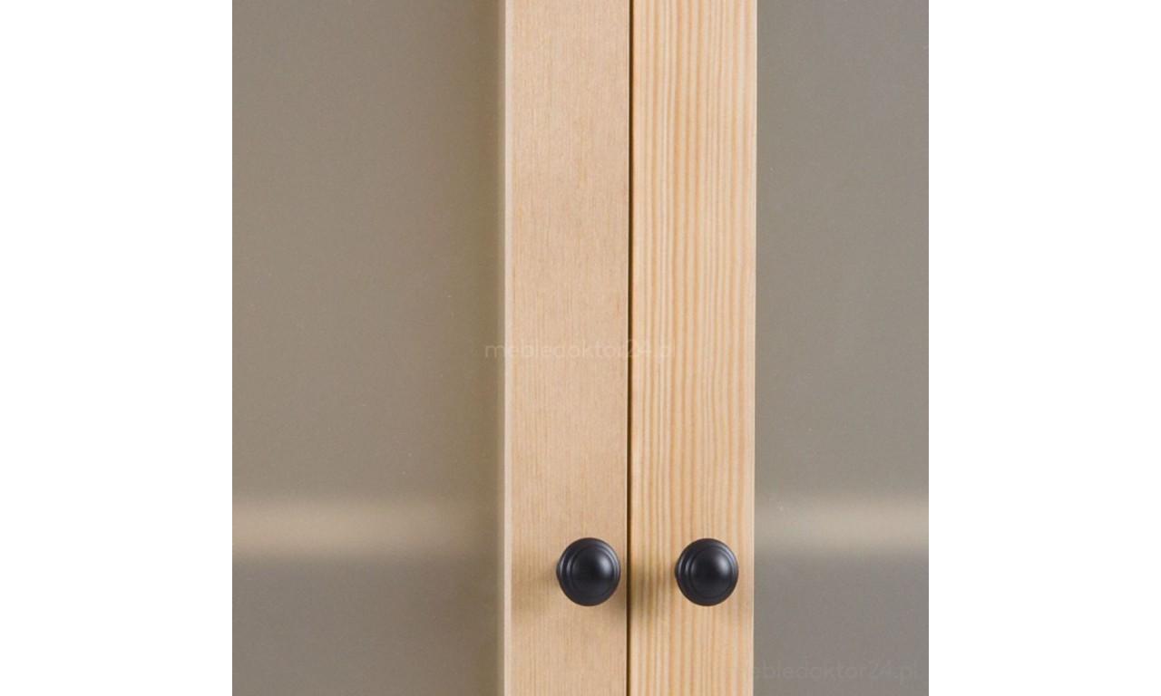 Witryna z szufladami z litego drewna sosnowego należąca do kolekcji Prestige